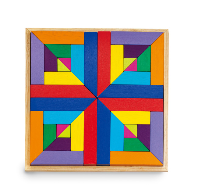 """GoKids 推薦原因: 藉由圖卡模擬,學習色彩的排序與配對;圖形的對稱與組合,發展他們的圖型邏輯。小孩也可以自由創作,發揮創意與美術天份,訓練手眼協調、及組織能力,每個小朋友都是個小小藝術家。 本產品並獲得美國Parents"""" Choice Gold Award。"""